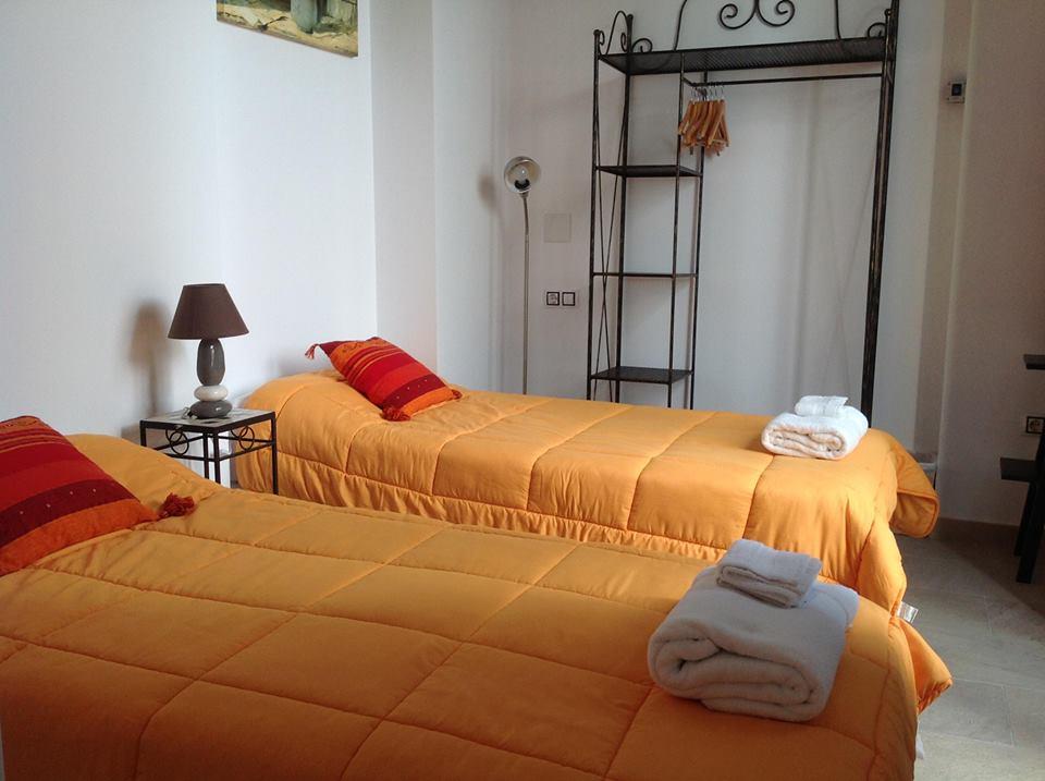 habitacion orange rooms valencia
